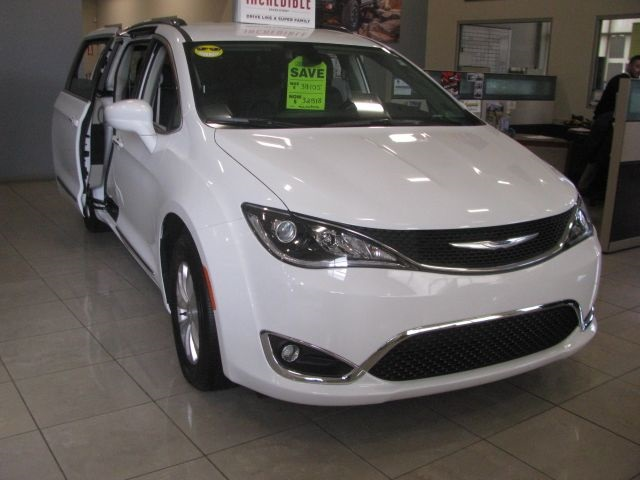 New 2018 CHRYSLER Pacifica Touring L